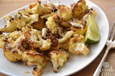 Roasted Cauliflower with parmesan ~ Coliflor con parmesano. Paleo Cauliflower Recipes, Parmesan Roasted Cauliflower, Vegetarian Recipes, Cooking Recipes, Healthy Recipes, Delicious Recipes, Vegetable Side Dishes, Vegetable Recipes, Healthy Dishes