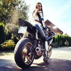 Girl & Yamaha R6