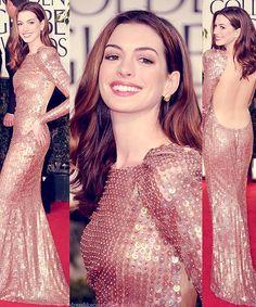 Anne Hathaway | Golden Globes 2011|   Dress:Armani Privé