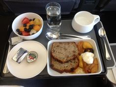 Qantas inflight food- this is pretty interesting. Take a look. - http://www.airreview.com/Qantas/Food.htm