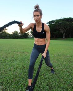 Body inspiration, fitness inspiration, motivation inspiration, female fitness, fitness tips for women Fitness Outfits, Fitness Fashion, Yoga Outfits, Yoga Fashion, Stylish Summer Outfits, Fitness Tips For Women, Women Fitness Models, Body Inspiration, Inspiration Fitness
