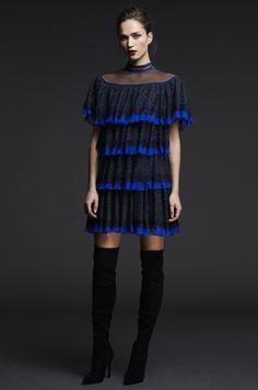 Tadashi Shoji Pre-Fall 2017 Fashion Show Collection Glamour Fashion, Vogue Fashion, Fashion 2017, Runway Fashion, High Fashion, Fashion Outfits, Couture Fashion, Tadashi Shoji, Fashion Show Collection