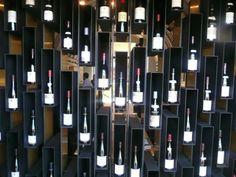 O Burgundy bar e restaurante oferece serviços e atendimento de alta qualidade
