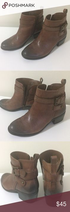 Ankle Boots - Booties  ARTURO CHIANG Ankle boots in Excellent Condition ✨LIKE NEW✨ size 7.5M. Leather upper. I Used them a couple of times last year. Arturo Chiang Shoes Ankle Boots & Booties