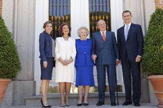 """Los Reyes Felipe VI y Letiza, junto a los Reyes emeritos Juan Carlos y Sofia, recibieron a la Princesa Beatriz de Holanda en su visita a España para inaugurar la exposición """"El Bosco"""" en el Museo del Prado. 30-05-2016"""