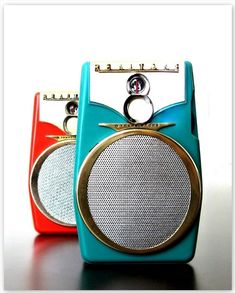 REALTONE COMET TR-1088 - Focusing on the design of pocket transistor radios manufactured during the 1950's & 1960's!