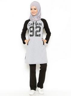 Stylish Hijab, Modern Hijab, Modest Fashion, Fashion Dresses, Sports Hijab, Hijab Fashion Inspiration, Muslim Girls, Sporty Outfits, Sporty Look