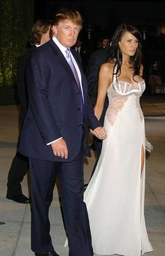 Donald Trump and Melania Trump during 2004 Vanity Fair Oscar Party Arrivals at Mortons in Beverly Hills California United States Melania Knauss Trump, Donald Und Melania Trump, First Lady Melania Trump, Donald Trump Pictures, Ivana Trump, Malania Trump, Trump Is My President, Vanity Fair Oscar Party, Look Chic