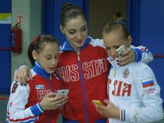 MCSMaria's Artistic Gymnastics Blog: Russian Gymnasts Caught on Their Phones at Euros