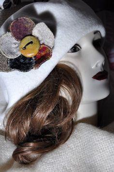 Wool Cape, Hat Pins, Tartan, Women's Accessories, Winter Hats, Brooch, Red, Handmade, Fashion