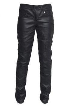 Calça de couro é tendência neste inverno.