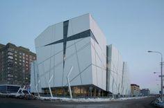 Le cabinet Erick Van Egeraat a réalisé un centre commercial monumental de 35 000 m2 répartis sur huit étages dans la ville de Surgut en Russie.