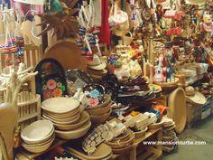 Un lugar donde comprar juguetes artesanales en México es en Pátzcuaro, disfruta esta tradición popular.