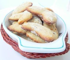 Vanillekipferl are typical German Christmas biscuits. Their name hints they have a Vanilla taste and they are crescent shaped. German Christmas Biscuits, German Biscuits, Chef Recipes, Italian Recipes, Cooking Recipes, Easy Recipes, Super Cook, Mousse, Thermomix Desserts