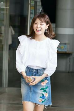 Kim Sejeong, Jellyfish Entertainment, Summer Lookbook, Ioi, Korean Singer, Girl Crushes, Denim Skirt, Street Style, Actresses