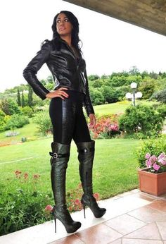 Thigh High Boots, High Heel Boots, Heeled Boots, Knee Boots, Winter Boots Outfits, Outfit Winter, Sexy Stiefel, Over The Knee Boot Outfit, Leder Outfits