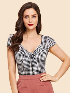 Women Vintage Gingham Regular Fit Sweetheart Cap Sleeve Black and White Regular Length Knotted Sweetheart Plaid Fitted Top Blouse Styles, Blouse Designs, Modelos Fashion, Workout Tops, Pull, Gingham, Fashion News, Fashion Fashion, Vintage Fashion