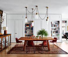 Take a tour of Australian actress Naomi Watts' stunning Manhattan home with this photo gallery Inside Naomi Watts' New York apartment   The Manhattan apartment actress Naomi Watts owns with her partner, actor Lieve Shreiber, began life as two separate units – one an artist's loft. Shortly after purchasing the Tribeca real estate, Hurricane Sandy struck, flooding …