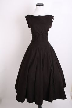 1950s dress - MY FAVORITE style of dresses!!!!