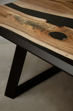 Custom epoxy table made of walnut wood and black resin, modern live edge table, unique resin table in industrial style, conference table Kundenspezifischer Epoxidtisch aus Walnussholz und schwarzem Harz modern Live Edge Tisch, Live Edge Table, Walnut Table, Walnut Wood, Resin And Wood Diy, Epoxy Resin Table, Eye Candy, Resin Furniture, Handmade Table