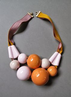Marion Vidal statement necklace with big round beads Modern Jewelry, Jewelry Art, Jewelry Accessories, Fashion Accessories, Jewelry Necklaces, Jewelry Design, Fashion Jewelry, Plastic Jewelry, Bijoux Diy