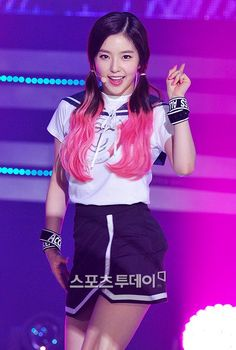 Irene Red Velvet Seulgi, Red Velvet Irene, Kim Yerim, Stage Outfits, Face Shapes, Daegu, Pink Hair, Kpop Girls, Amazing Women