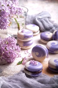 Lovely in Lilac - Spring 2019 Wedding Inspiration — Marrygrams // The Favors: swirled lilac and cream macarons # Weddings inspiration Lovely in Lilac - Spring 2019 Wedding Inspiration Cute Food, Yummy Food, Macaron Cookies, French Macaroons, Pink Macaroons, Macaroon Recipes, Cute Desserts, Aesthetic Food, Autumn Aesthetic