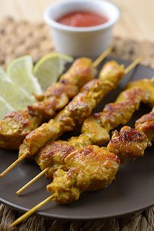 Craving Thai food but trying to eat healthy? Try this healthy chicken satay recipe. It's easy to make and approved for the HCG Diet. Gluten Free Chicken, Healthy Chicken, Chicken Recipes, Hcg Diet Recipes, Healthy Recipes, Grilling Recipes, Cooking Recipes, Satay Recipe, Savory Snacks