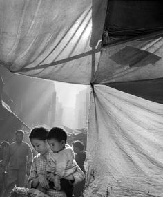 © Fan Ho - Série | Hong Kong Yesterday - Young Mother