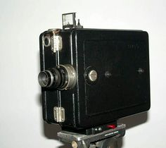 DeVry standard 35mm cine camera as used by the British Army ilm and Photographic Unit.