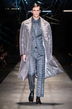Look 4 - #Versace Men's Fall/Winter 2015-16 fashion show. #VersaceMenswear