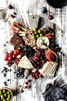 Holiday cocktail party season is just around the corner. Make your prep that much easier with one of these easy, fast, make-ahead cocktail party appetizers. Charcuterie Recipes, Charcuterie Platter, Charcuterie And Cheese Board, Cheese Boards, Cheese Platters, Food Platters, Cheese Recipes, Appetizer Recipes, Easter Recipes