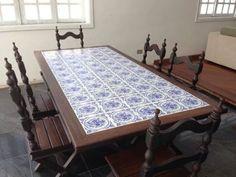 Mesa de jantar com azulejos português