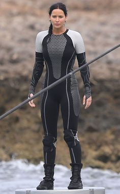 Imagine spending an entire movie in a wet suit...doesn't seem like it would be comfortable to me and it caused the cast of Catching Fire some issues. #catchingfire #hungergames #wetsuits