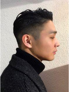 ブロック(bloc) ジェントルマンツーブロック・ワイルドツーブロック・ビジカジ Mens Hairstyles Fade, Asian Men Hairstyle, Haircuts For Long Hair, Asian Hair, Hairstyles Haircuts, Haircuts For Men, Curly Hair Men, Curly Hair Styles, Hair Cutting Techniques