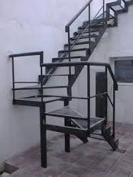 Gambar terkait Tiled Staircase, Staircase Handrail, Stair Railing Design, Outside Stairs, Outdoor Stairs, Cantilever Stairs, Door Gate Design, Steel Stairs, Exterior Stairs
