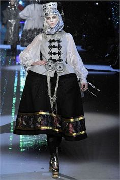 John Galliano Fall Winter 20092010 Ready-To-Wear collection