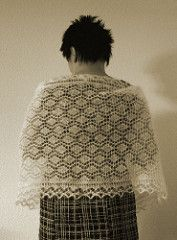 This shawl pattern is also available in Finnish: