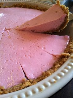 An extremely easy marshmallow and yogurt tart. It is perfect for a tea-time snack or an after-dinner sweet. Kos, Tart Recipes, Sweet Recipes, Cooking Recipes, Sweet Pie, Sweet Tarts, Easy Desserts, Delicious Desserts, Yummy Food