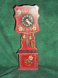 Dora-Kuhn-Uhr-Standuhr-Rot-mit-Uhrwerk-Bauernmalerei-fuer-Puppenhaus-Puppenstube