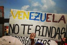 Por @rondonnsalas -  No nos rindamos  #caracas #Protesta #woman #libertad #Venezuela #photographer #photo #photography #art #visual #followforfollow #like4like #likeforlike #high #up #down #ElNacionalWeb #travel  #travelphotography #Paz #freedom #eyes  #manifestante #resistenciapacifica #manifestante  #vzla #sos #sosvenezuela #sosvzla