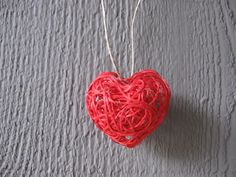 heart craft, valentine's craft, valentine's day craft, string craft, easy, fun, holiday, valentine's day, craft, crafting, decoration, how to make, how to
