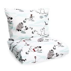 On this charming Snowmoomin bed set from Finlayson, Moomin has collect all his friends for a snowball fight in Moomin valley. The bed set has a wintry pattern with Tove Jansons loved characters Moomin, Moominmamma, Little My and Tuutikin. Snowmoomin bed set is perfect for a good night and the high quality cotton makes you sleep comfortable!