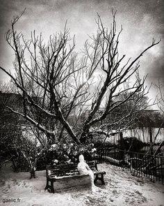 Encounter of the snow kind #landart by #Kaket 2018 Atelier Sous Reserve sous la neige #anotherdayattheoffice #sameplace #differentday #snow #winter #france #creteil #wanderlust #dreamscape #snowman #ephemeral #art #bonhommedeneige