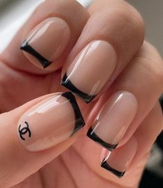 Black nail art has become one of the hottest looks in nails. We have found 40 edgy black nails designs ideas include french nails, square, round. Balck nail would be perfect for a any occasion. French Tip Acrylic Nails, Short Square Acrylic Nails, Short Square Nails, Best Acrylic Nails, Square Nail Designs, Black Nail Designs, Short Nail Designs, Acrylic Nail Designs, French Nail Designs
