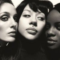 """Mutya Keisha Siobhan aka the REAL Sugababes recorded a little mash up with Kendrick Lamar's """"Swimming Pools"""" after a recording session with Dev Hynes (Blood . Kendrick Lamar Swimming Pools, Brighton Pride, Alison Moyet, Paloma Faith, New Music Releases, Stuck In My Head, Famous Musicians, Famous Girls, The Originals"""