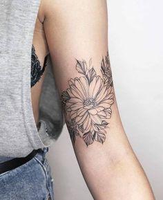 Back Tattoos 20717 - flower tattoos Feminine Tattoo Sleeves, Feminine Tattoos, Sexy Tattoos, Cute Tattoos, Beautiful Tattoos, Flower Tattoos, Body Art Tattoos, Small Tattoos, Sleeve Tattoos