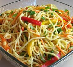 asian noodle salad (pasta salad that is served cold.good for a vegetarian potluck! Island Chicken Recipe, Chicken Recipes, Vegetarian Recipes, Cooking Recipes, Healthy Recipes, Easy Recipes, Veggie Recipes, Wheat Belly Recipes, Asian Recipes