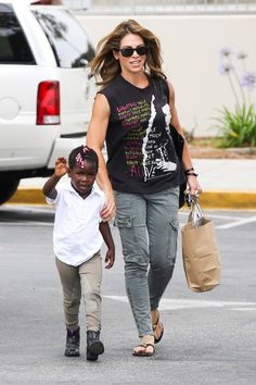 Jillian Michaels and Lukensia go grocery shopping in Malibu