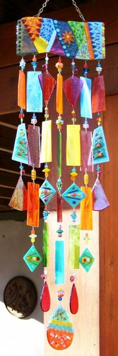 Diy Wind Chimes, Glass Wind Chimes, Stained Glass Crafts, Fused Glass Art, Mosaic Art, Mosaic Glass, Mosaic Projects, Projects To Try, Bead Crafts